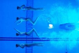 Սինխրոն լողի ճապոնացի մարզիկները 17-րդ Ասիական խաղերի ընթացքում Ինչհոնում: