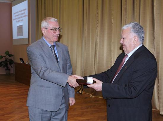 NAS President awards Alexandr Simonian the diploma of NAS foreign associate