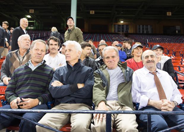 Boston Globe-ի լրագրողները (առաջին շարքում) եւ ֆիլմում նրանց դերակատարները (երկրորդ շարքում)