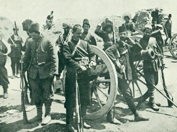 Հայ մարտիկները զավթում են թուրքերի թնդանոթը